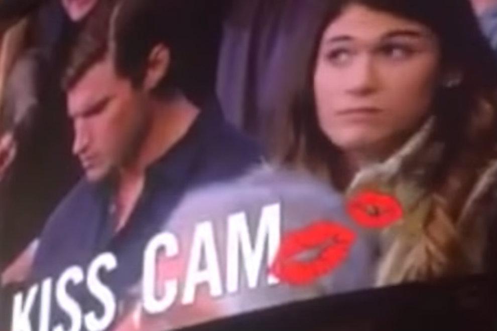 """So cool reagiert diese Frau auf einen """"Kiss Cam""""-Korb"""