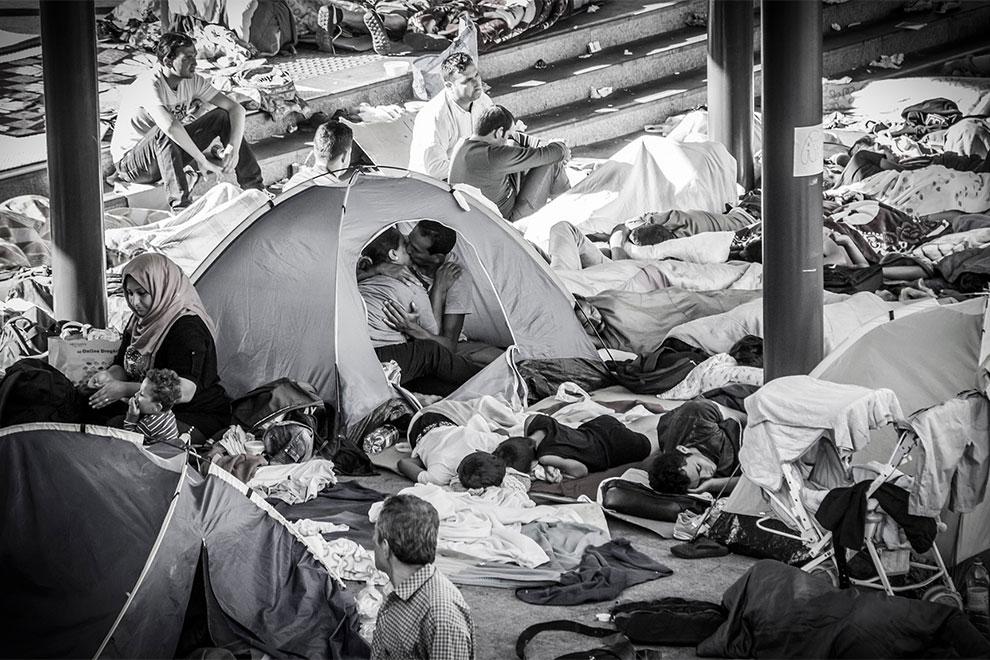 Kuss im Flüchtlingslager