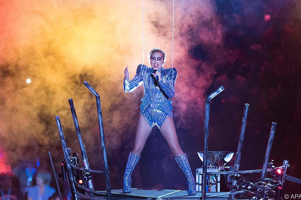 Lady Gaga mit patriotischem Apell beim Superbowl