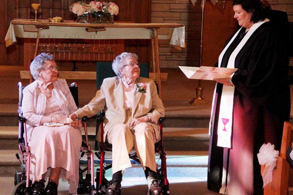 Lesbisches Paar gibt sich nach 72 Jahren Beziehung das Ja-Wort