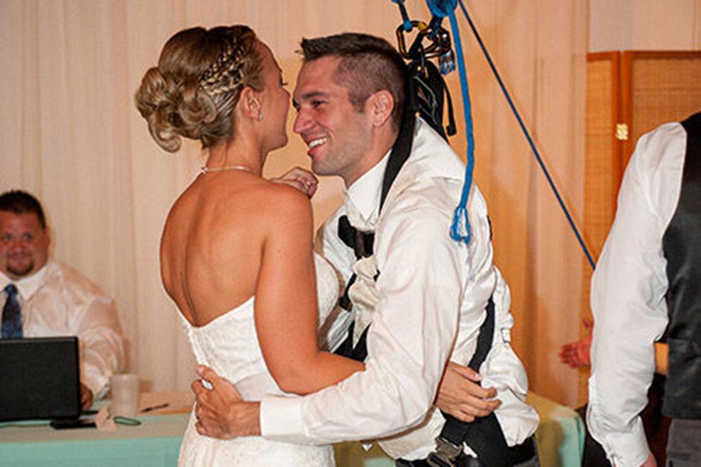 Gelähmter Bräutigam überrascht seine Braut mit Hochzeitstanz