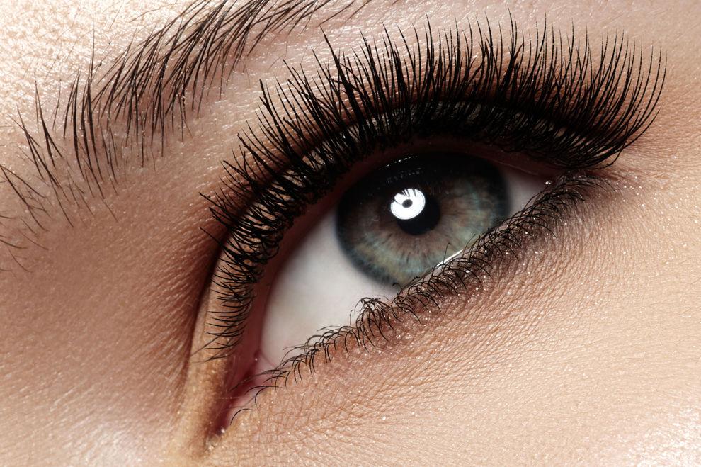 Natürliche Wimpernverlängerung: Dieses Hausmittel macht die Wimpern dichter und länger