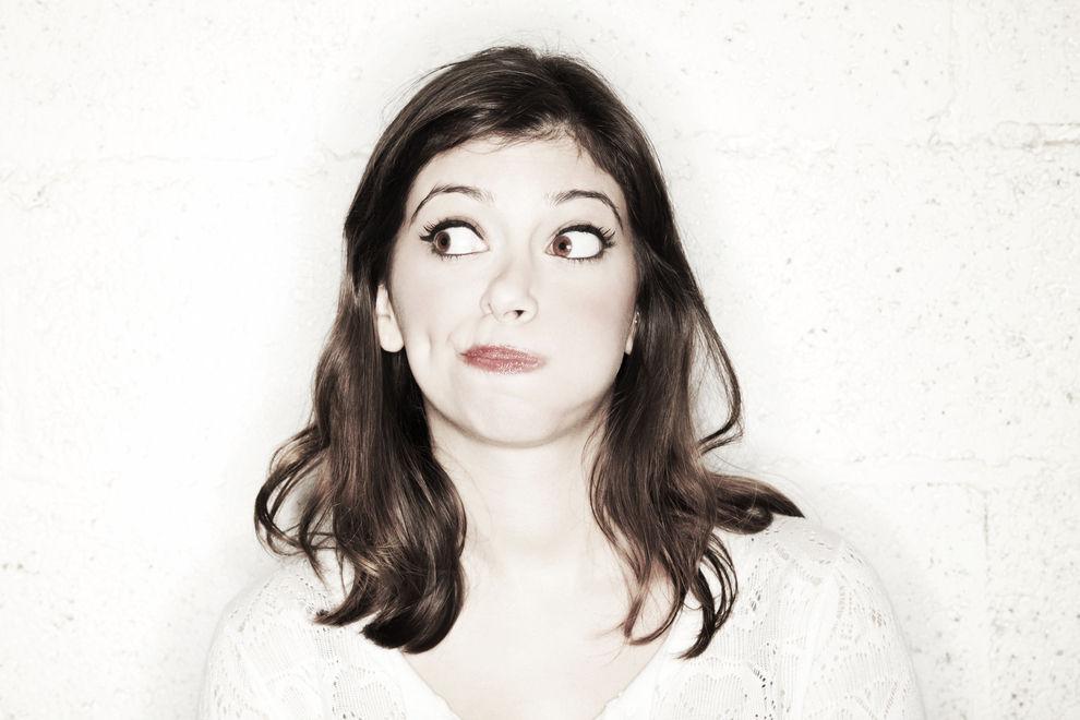 7 paranoide Gedanken, die nur eine Frau haben kann