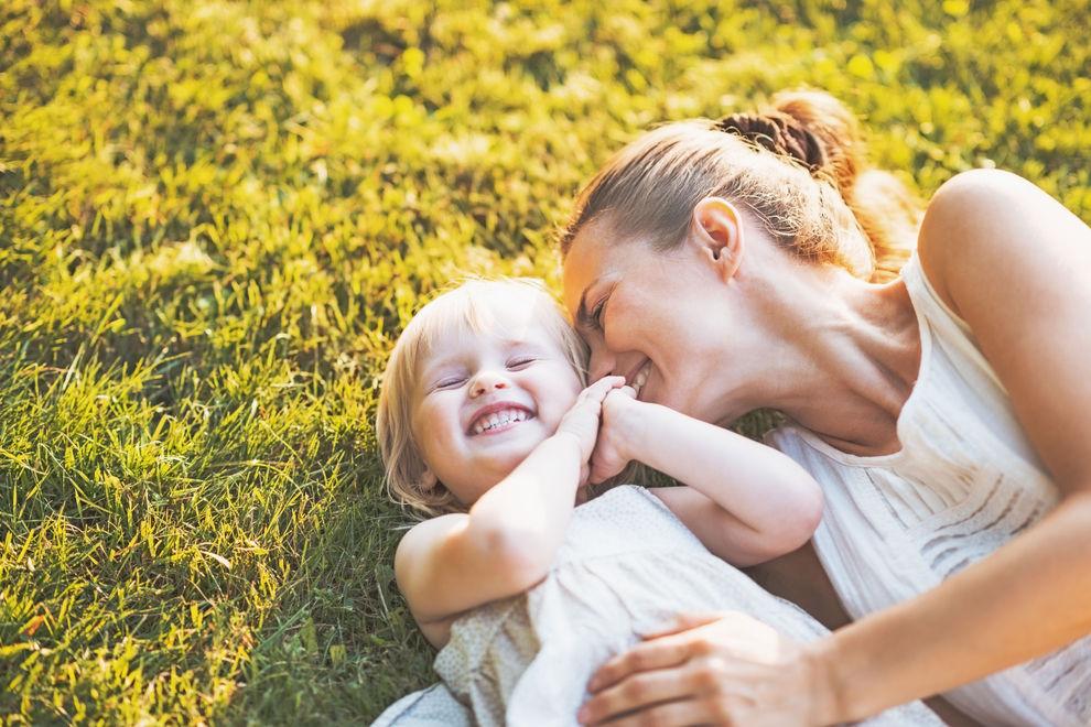 Kinder älterer Mütter sind fitter, größer &gebildeter