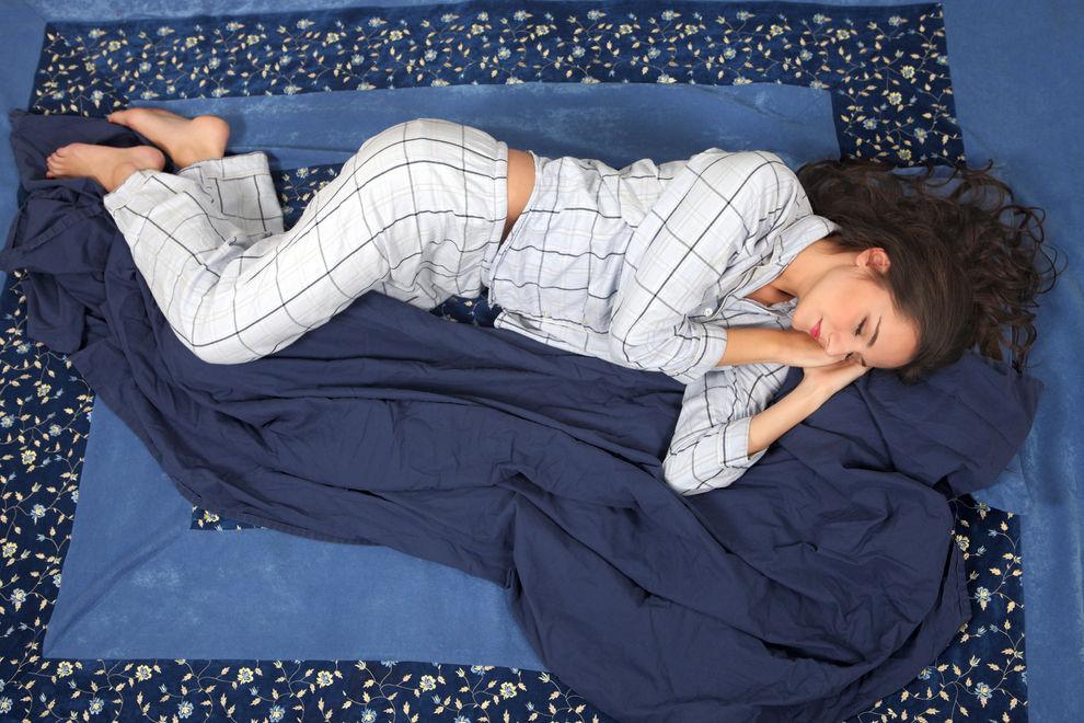 Deshalb ist es gesünder, auf die linke Seite gedreht zu schlafen