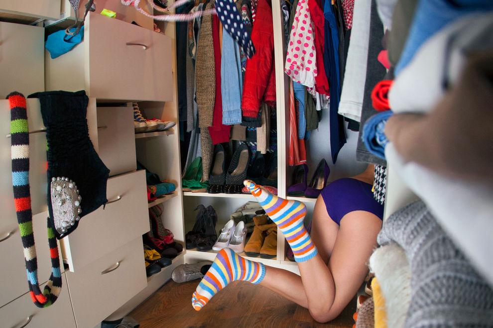 13 Dinge, die uns durch den Kopf gehen, wenn wir was zum Anziehen suchen