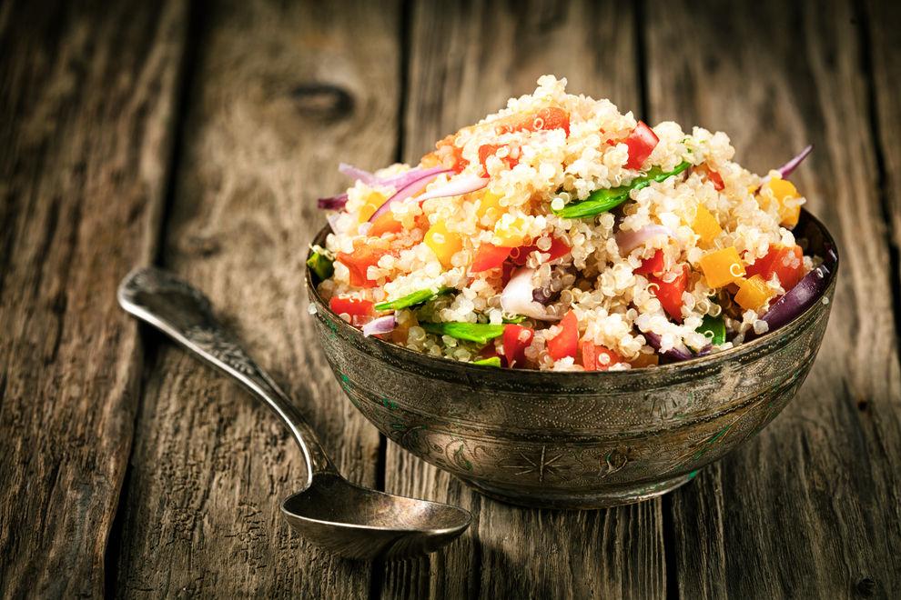 Vegetarischer Quinoa-Gemüsesalat