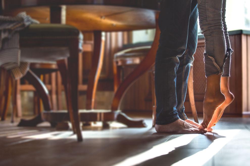An diesen 5 Orten in deiner Wohnung macht Sex mehr Spaß als im Bett