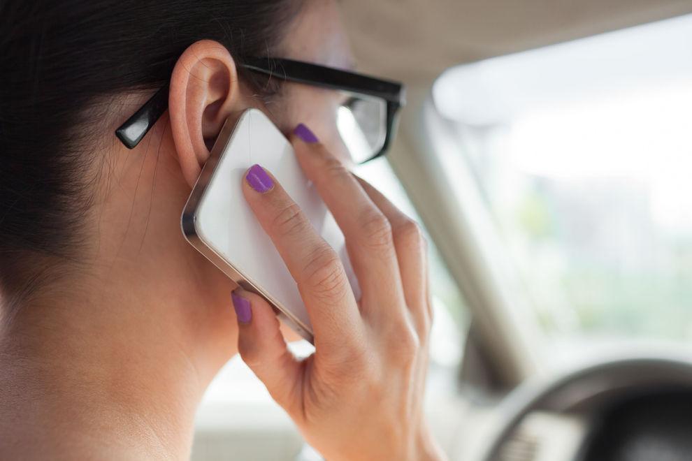So vermeidest du Handy-Pickel im Gesicht
