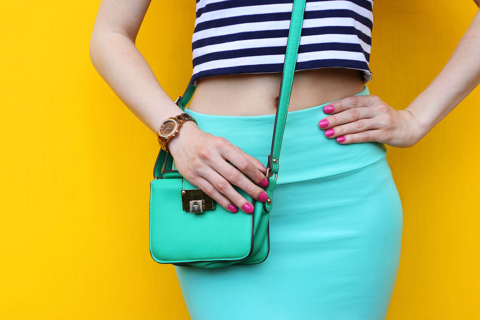 6 Dinge, die Männer über unsere Handtasche denken