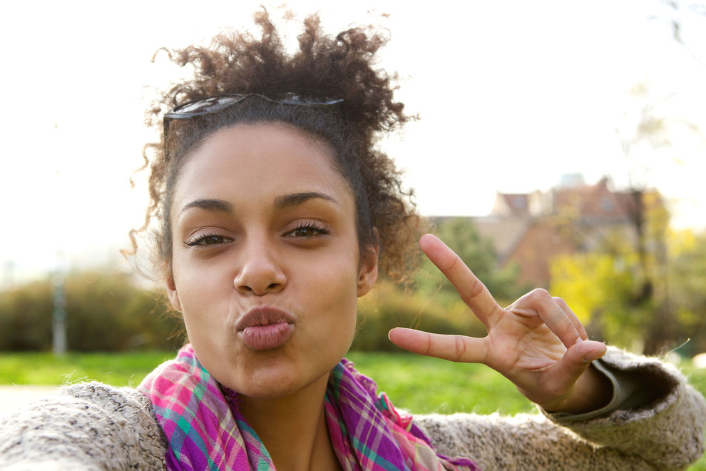 Warum du auf Fotos kein Peace-Zeichen mehr machen solltest