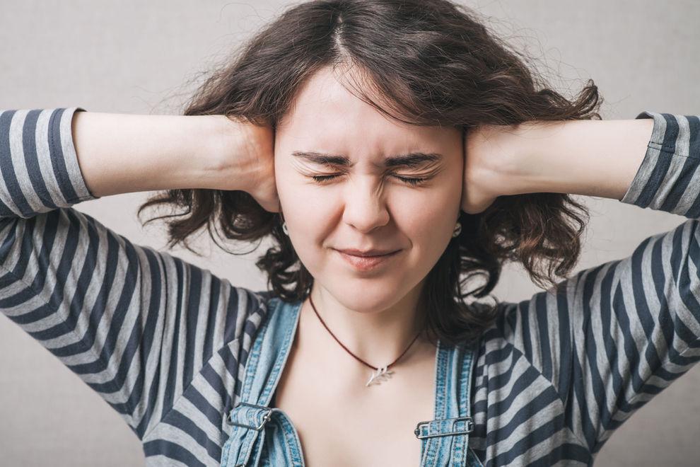 Menschen, die von Schmatzgeräuschen genervt sind, sind kreativer