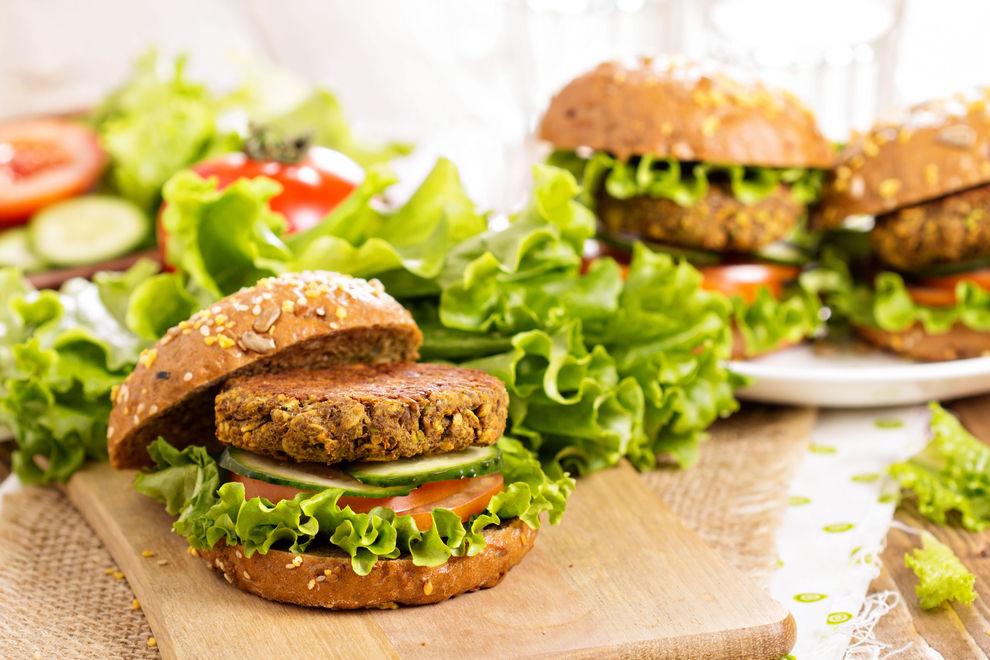 Tofu-Burger mit Ras-el-hanout und Koriander