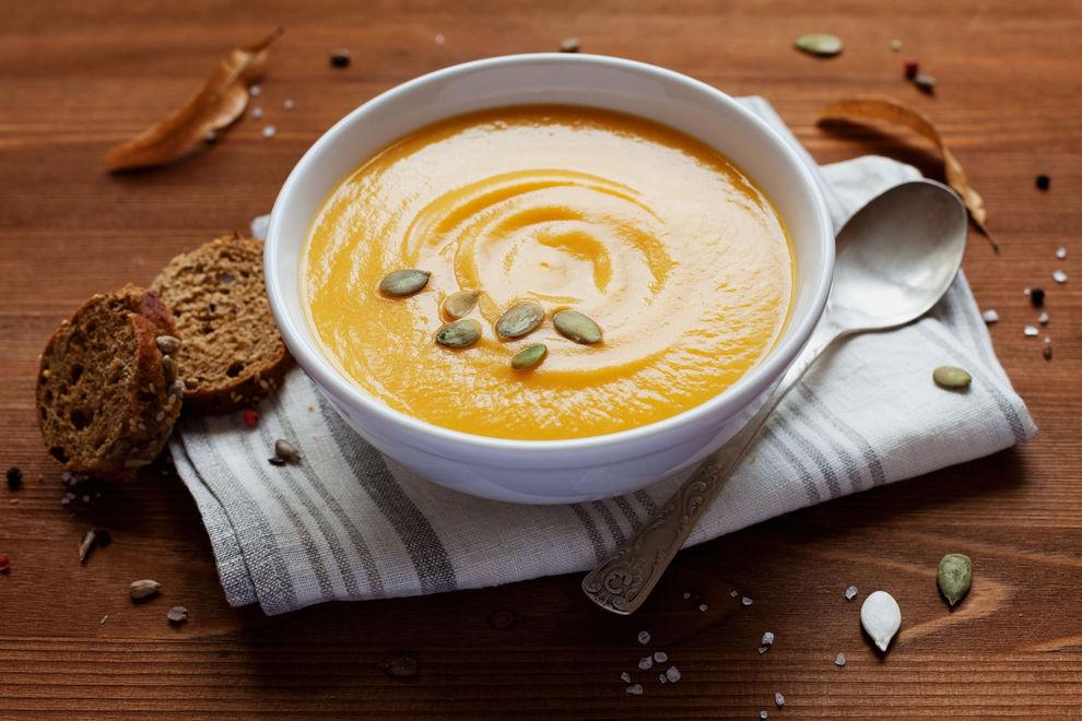 Herbstliche Kürbissuppe mit Chili Rezept