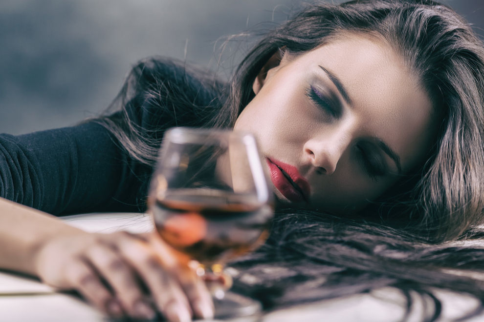 4 Anzeichen, dass du Alkohol nicht verträgst