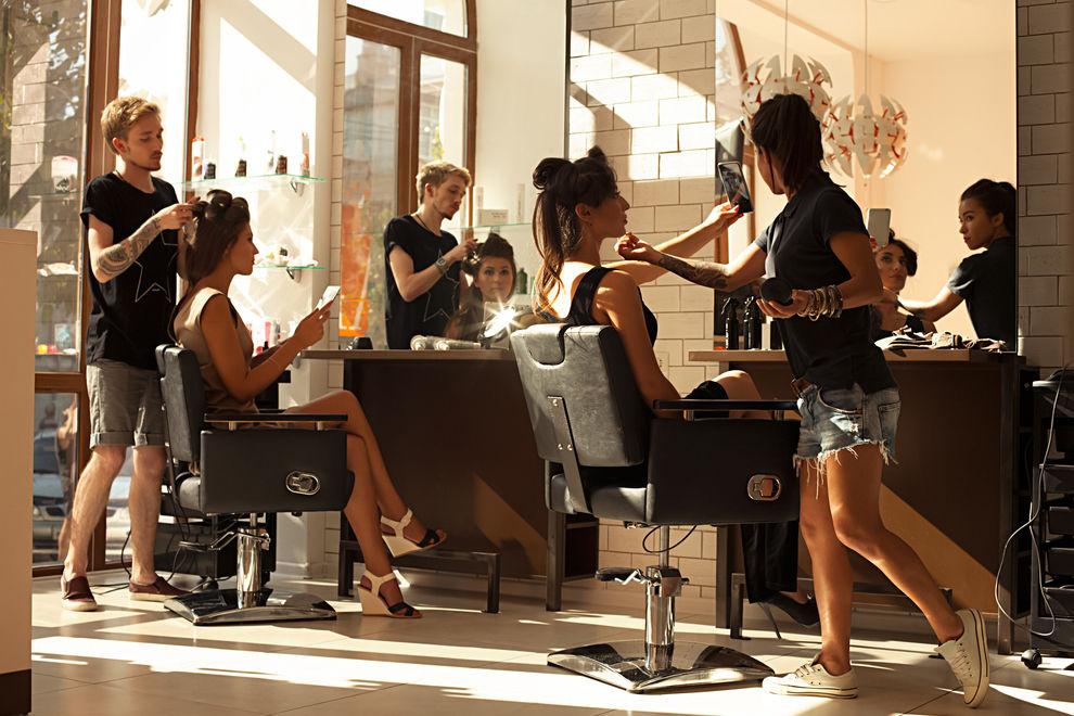 7 Geheimnisse, die dein Friseur vor dir hat