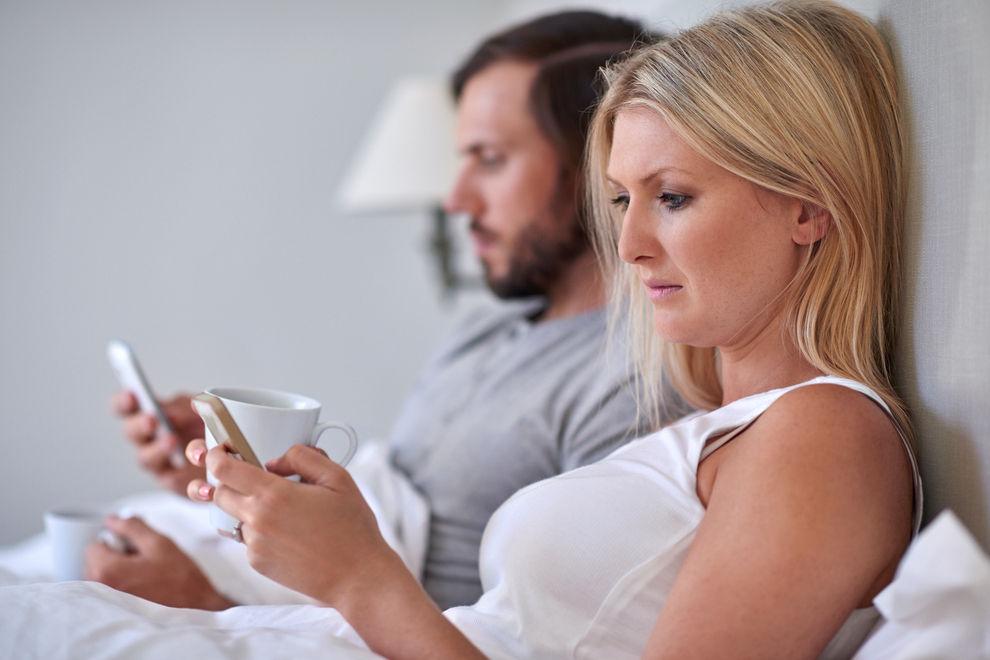 SMS und WhatsApp schaden der Liebe
