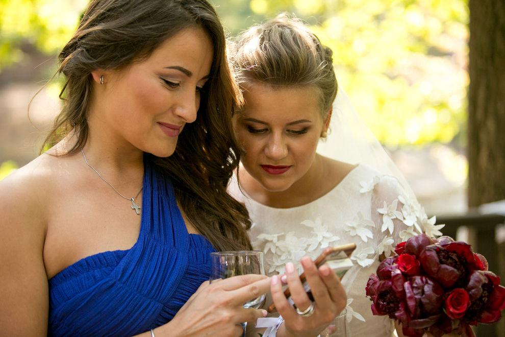 Brautjungfer postet Bild, das niemand hätte sehen dürfen