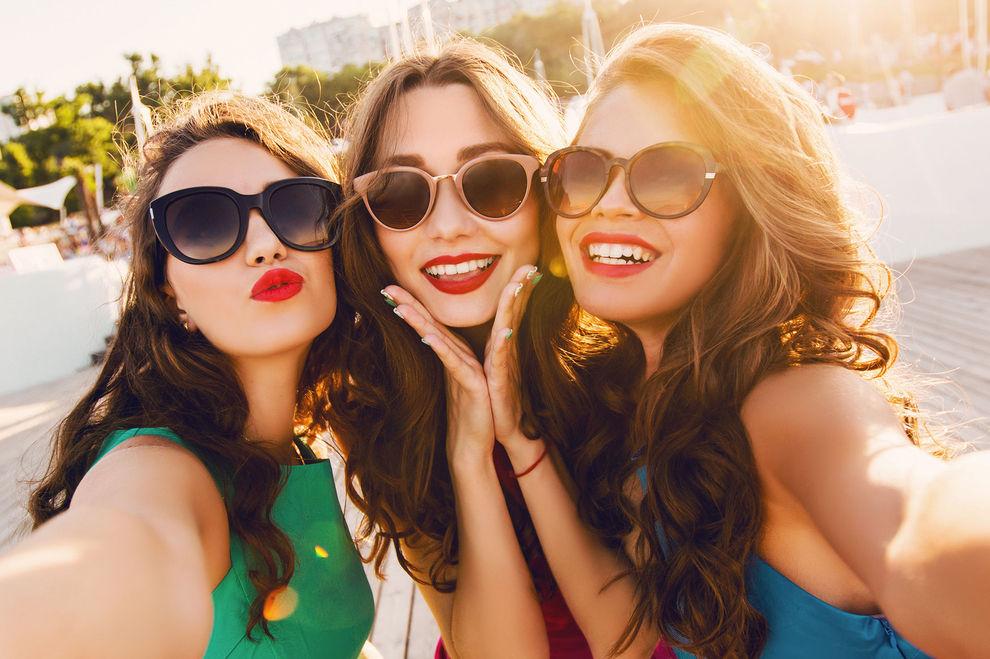 Wie attraktiv du wirkst, hängt von deinen Freundinnen ab