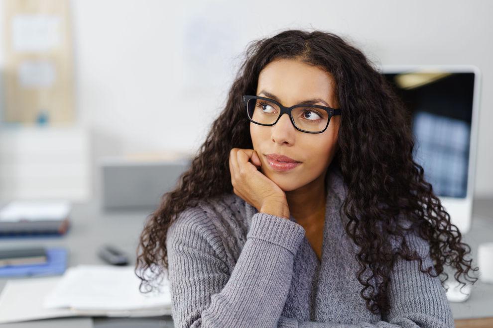 Frauen mit Brille wirken klüger und sexier