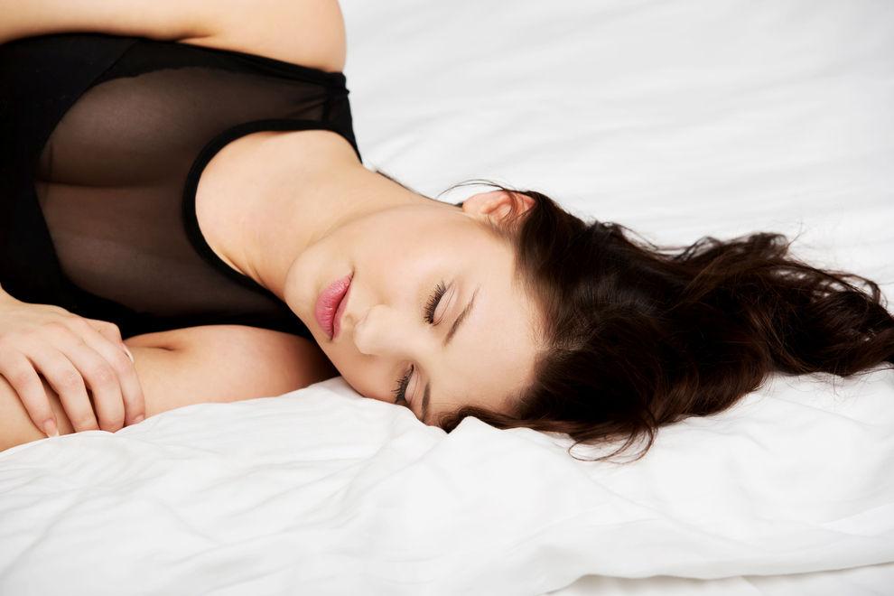 Das passiert mit unserem Körper, wenn wir betrunken schlafen gehen