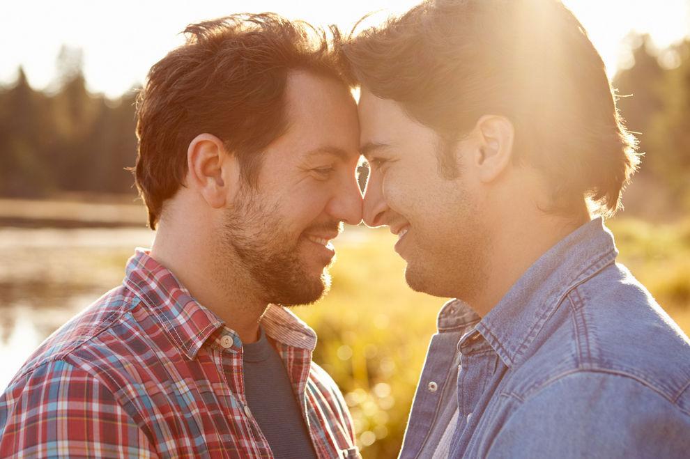 Männer, die Schwule hassen, neigen zu Homosexualität