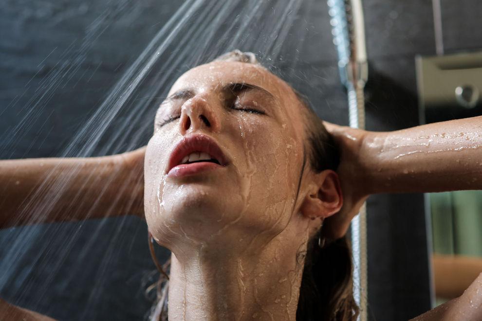 Deshalb sollten wir ab jetzt immer während dem Duschen pinkeln