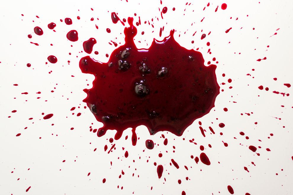 Diese Künstlerin malt mit Menstruationsblut