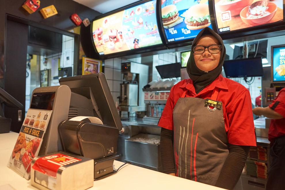 McDonald's stellt vermehrt Flüchtlinge ein