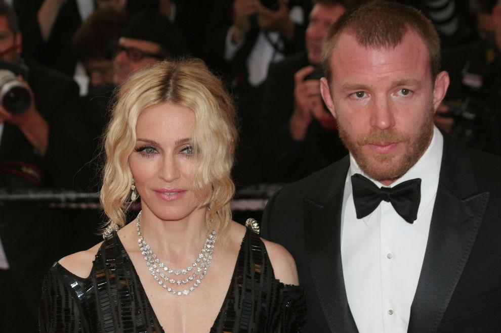 Madonna will Streit beilegen, beschimpft aber Ex-Mann bei Konzert