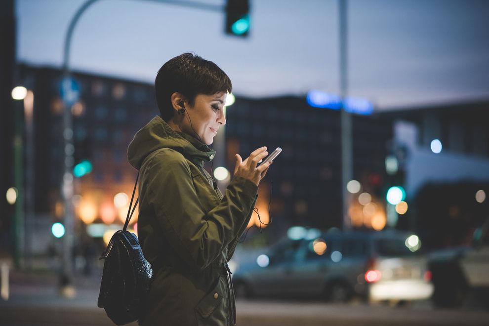 5 Fragen, die du dir stellen solltest, bevor du einen Handyvertrag unterschreibst