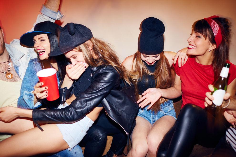 Die 5 Mädels, die du bei jeder Party-Nacht triffst