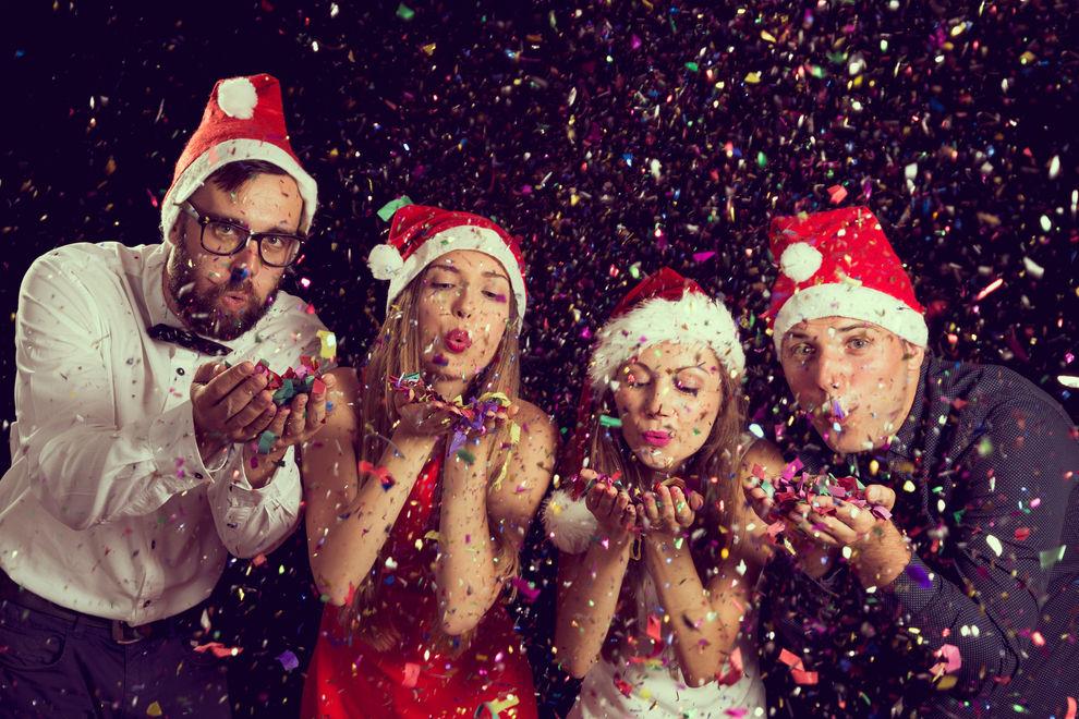 Diese Weihnachtssongs müssen auf eure Playlist
