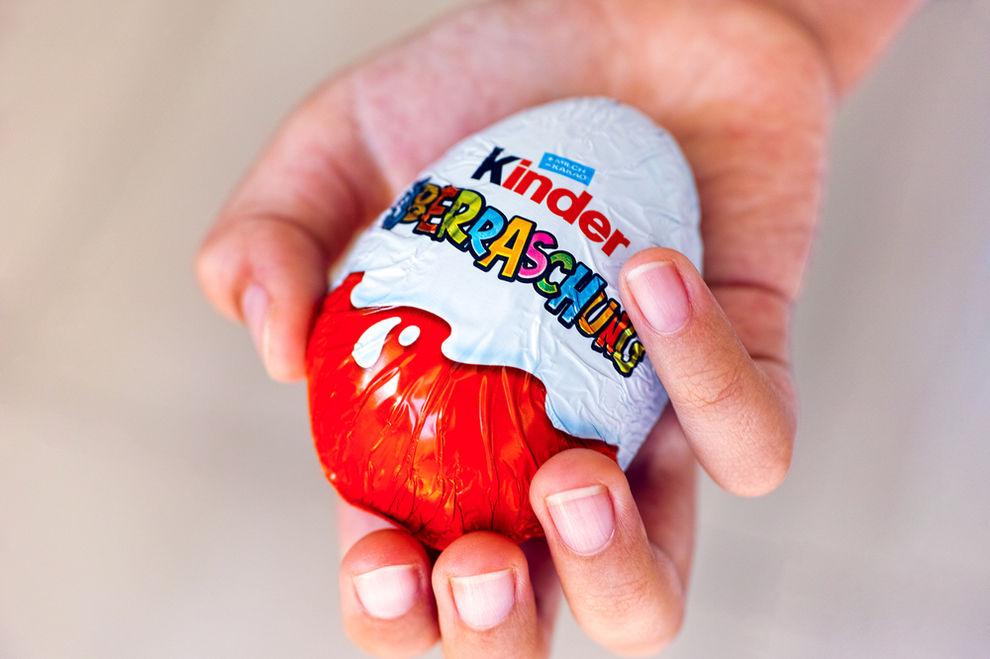 So findest du heraus, in welchem Überraschungs-Ei eine Figur versteckt ist