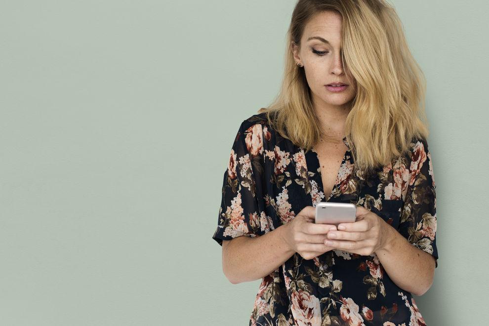 Diese 8 Dinge solltest du niemals übers Telefon besprechen