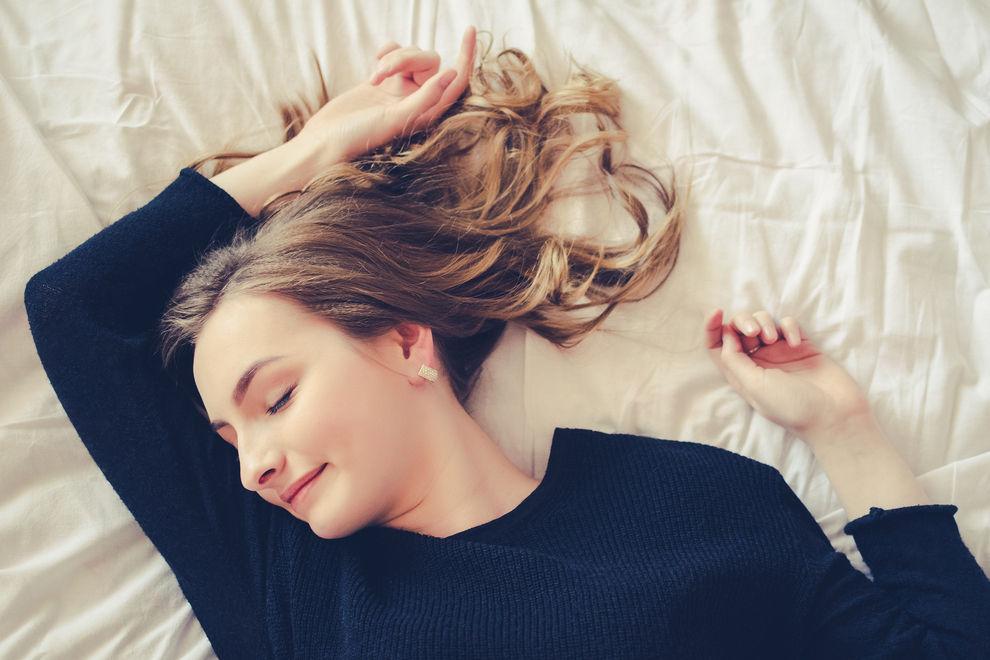 Deshalb solltest du nie wieder mit nassen Haaren schlafen gehen