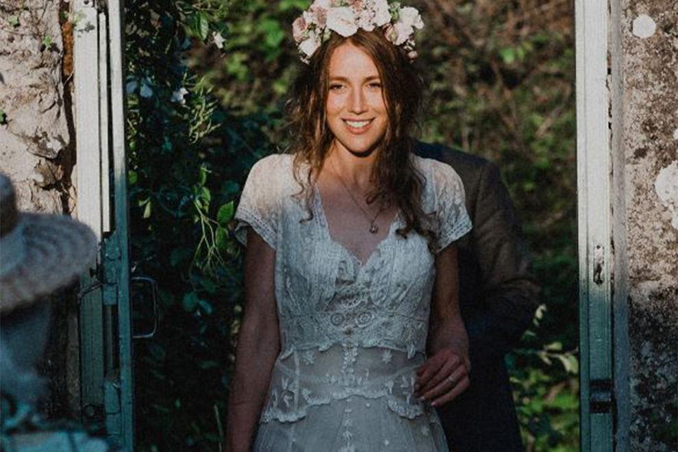Schottin fand dank Facebook  Hochzeitskleid aus dem Jahre 1870 wieder