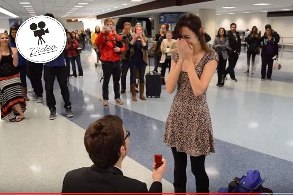 Mit dieser süßen Überraschung macht er ihr einen Antrag