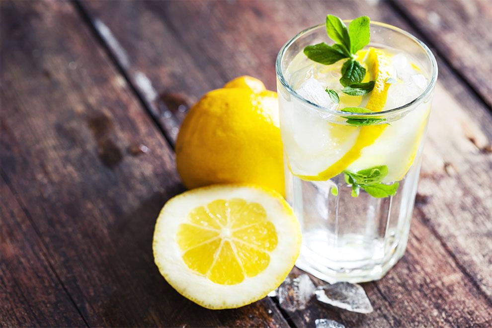 Ruiniert Zitronenwasser deine Zähne?