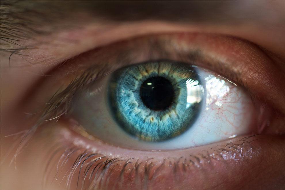 Menschen mit blauen Augen werden eher Alkoholiker als andere
