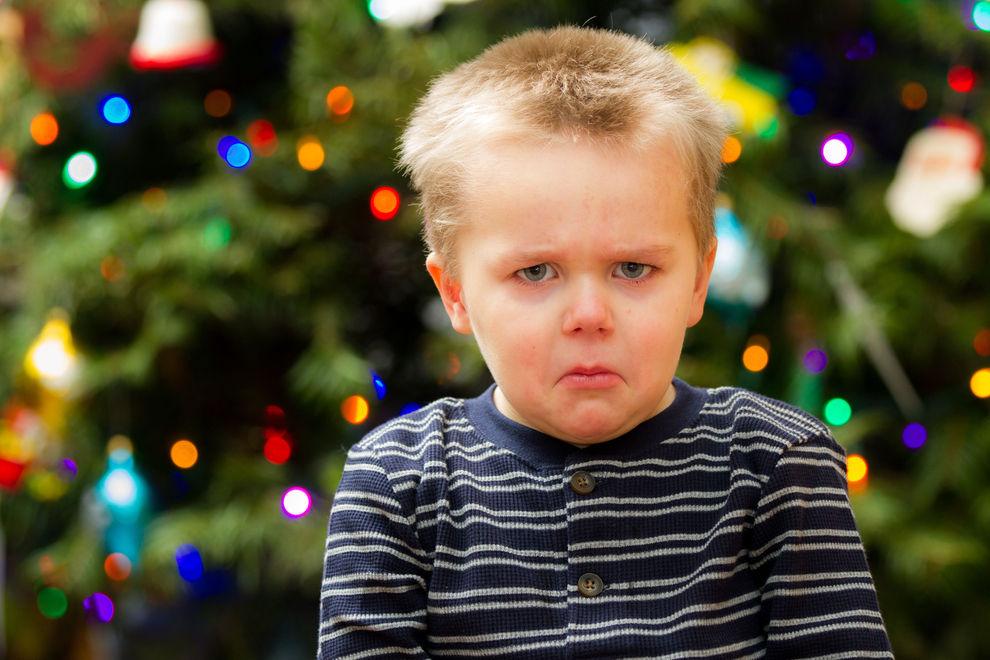 Das passiert mit Kindern, wenn sie zu viele Geschenke bekommen