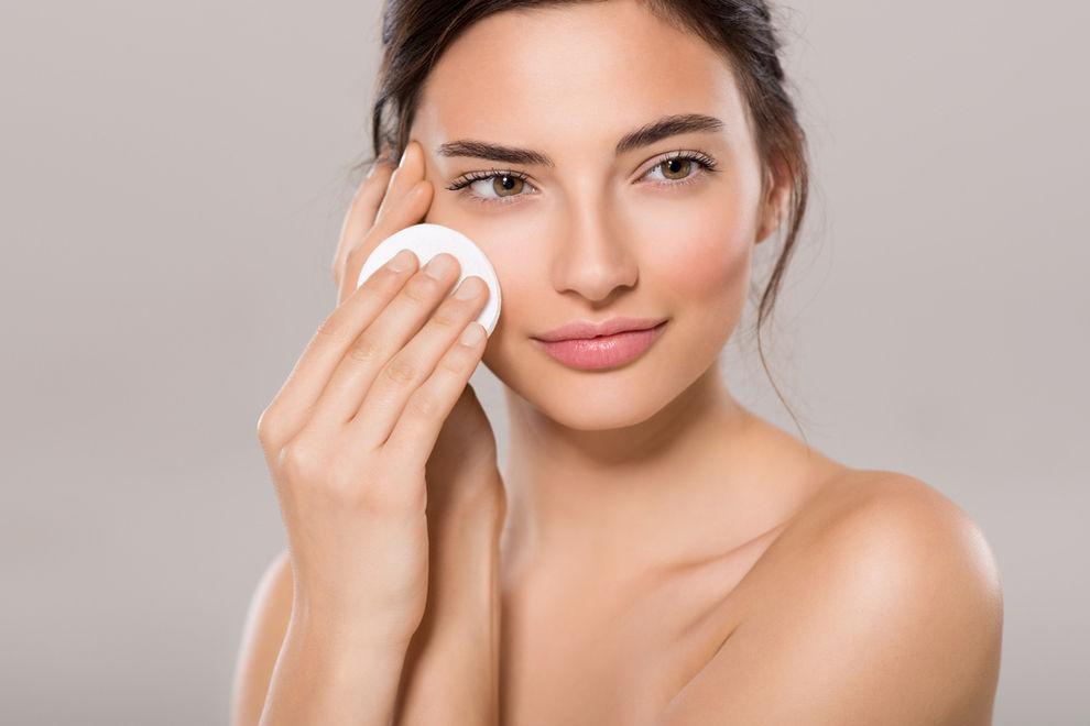 Diese 7 Fehler beim Abschminken schaden deiner Haut
