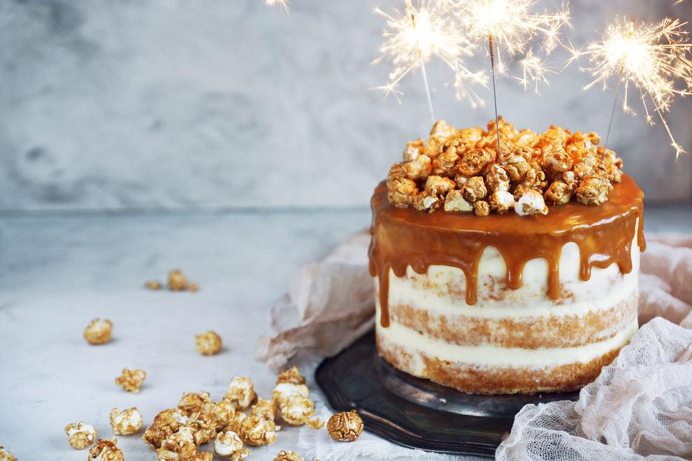 Deshalb solltest du niemals Wunderkerzen auf Kuchen geben