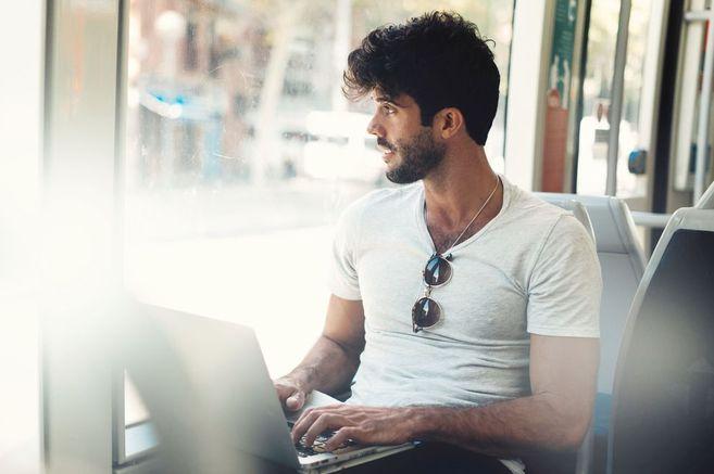 10 Dinge, die Männer heimlich googeln