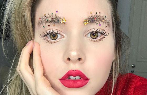Weihnachtliche Augenbrauen sind jetzt voll im Trend
