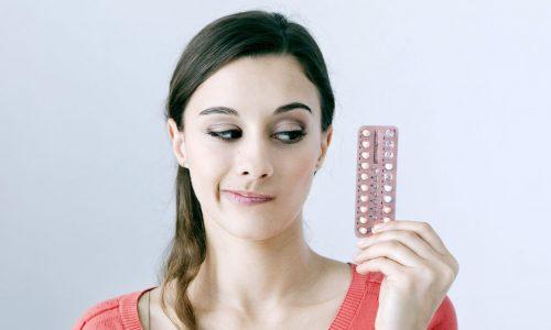 Ein Hautarzt klärt auf: Wie beeinflusst die Pille die Haut?