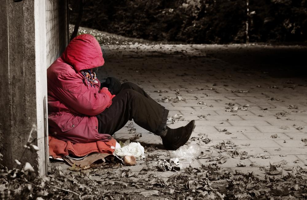 4 einfache Möglichkeiten, wie du Obdachlosen jetzt helfen kannst
