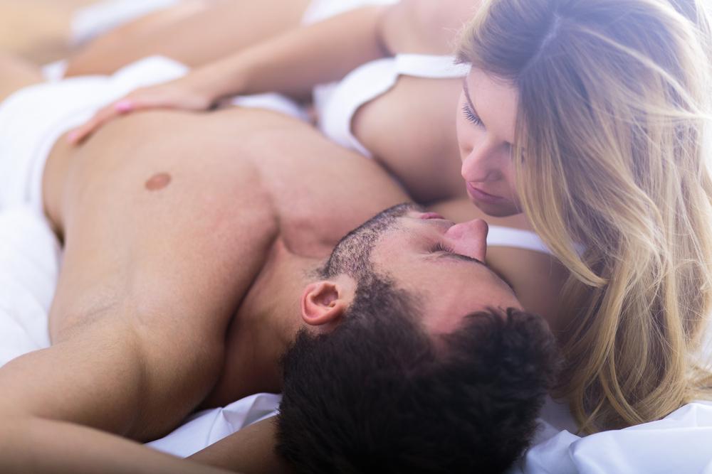 Diese 10 Songs finden Paare im Bett am heißesten
