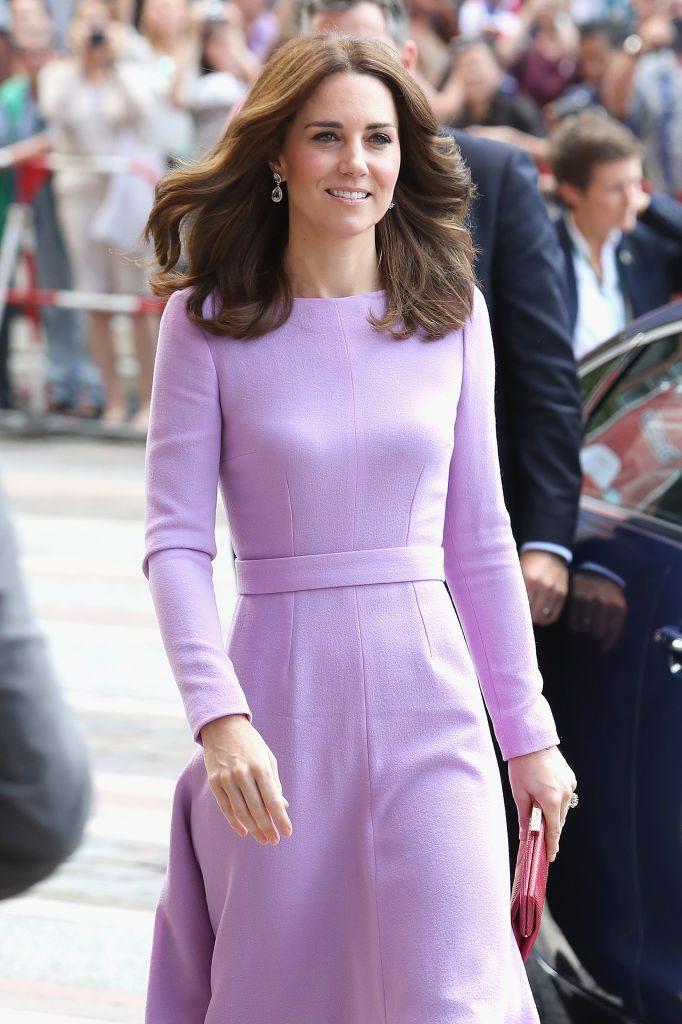 """Kate Middleton: Weil sie eine ruhige und fleißige Schülerin war, wurde sie von ihren Mitschülern gehänselt. Heute setzt sie sich gegen Mobbing ein und unterstützt die Organisation """"Beatbullying""""."""