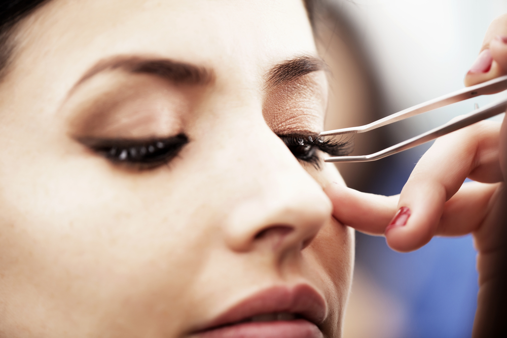Falsche Wimpern entfernen: So bekommst du den Kleber richtig ab